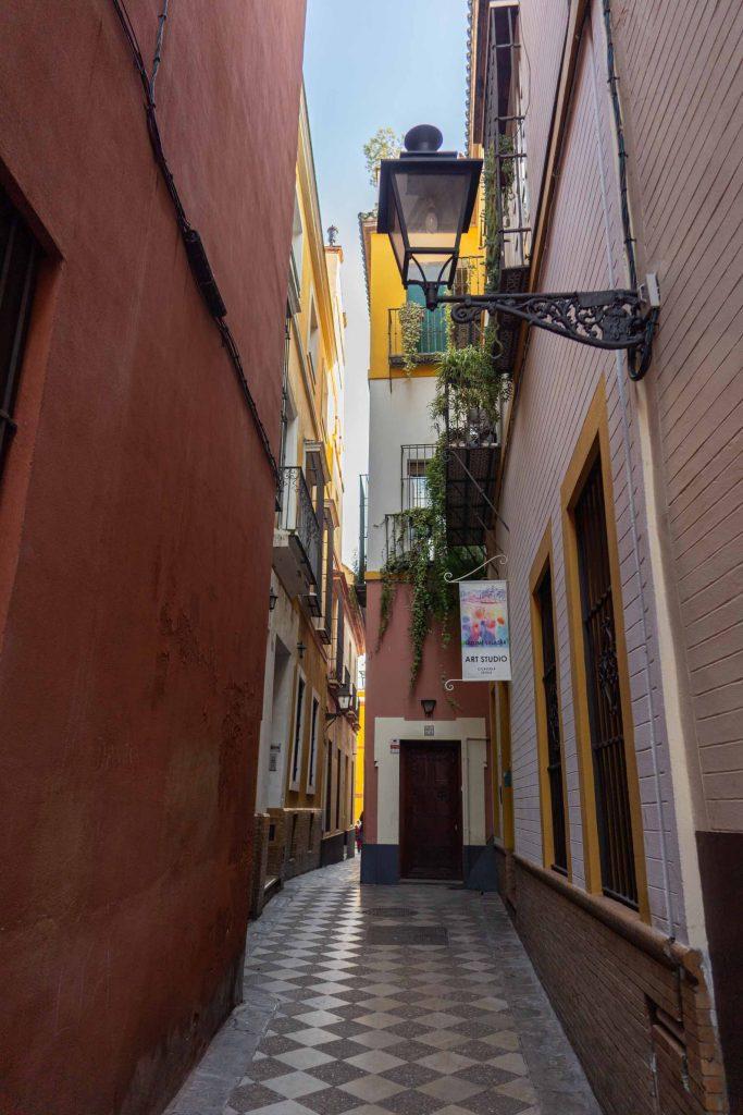 Callejón barrio Santa Cruz de Sevilla